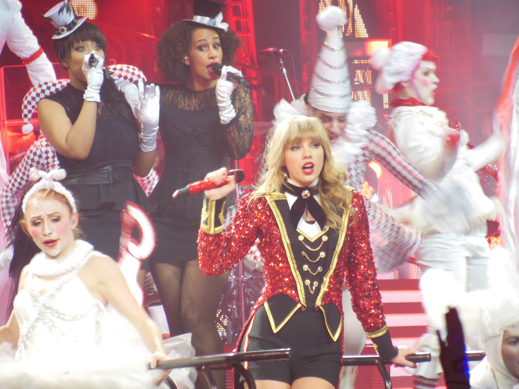Taylor_Swift_-_Red_Tour_09