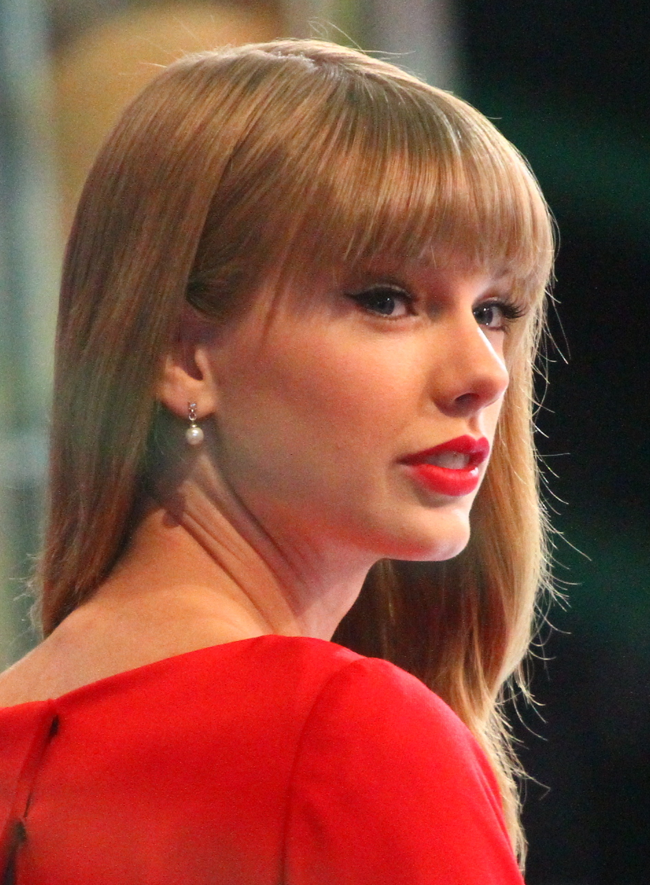 Taylor_Swift_GMA_2,_2012
